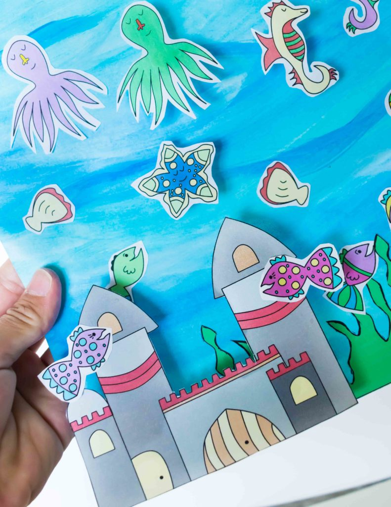What a cool FISH TANK CRAFT! Your kids will have so much fun with this ACTIVITY. They'll be busy cutting, coloring and gluing. PLUS there is FREE PRINTABLE!