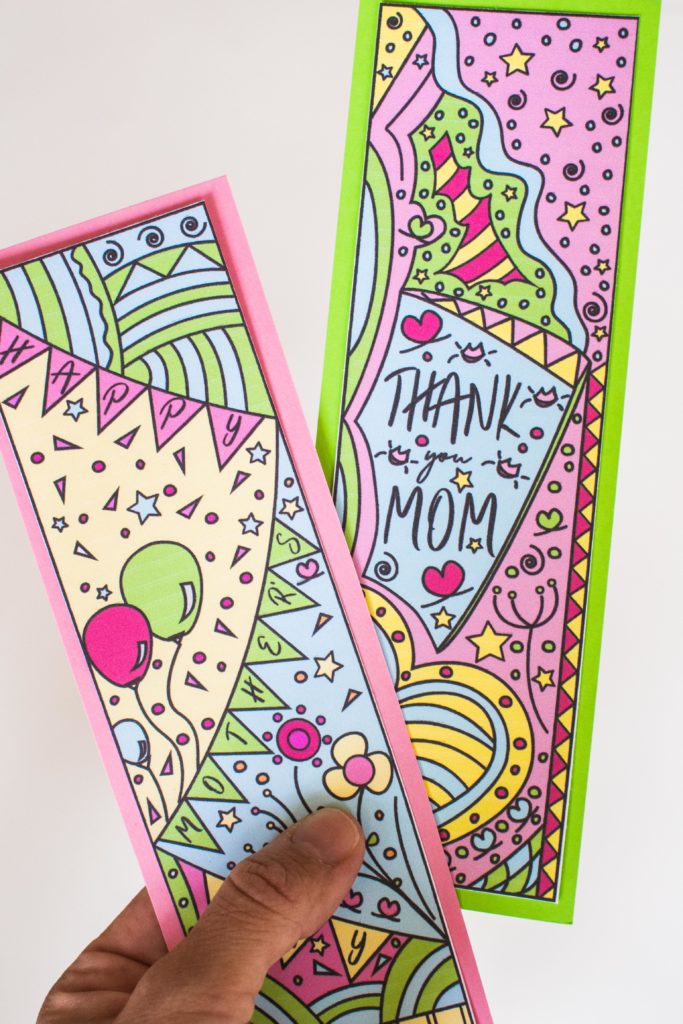 To celebrate this upcoming Mother's Day I designed these beautifulColoring Mother's Day Bookmarks. Print them out, color them, and give them away to your mom, or any mom you know. Oh! and If you're one, don't forget to keep one for yourself.