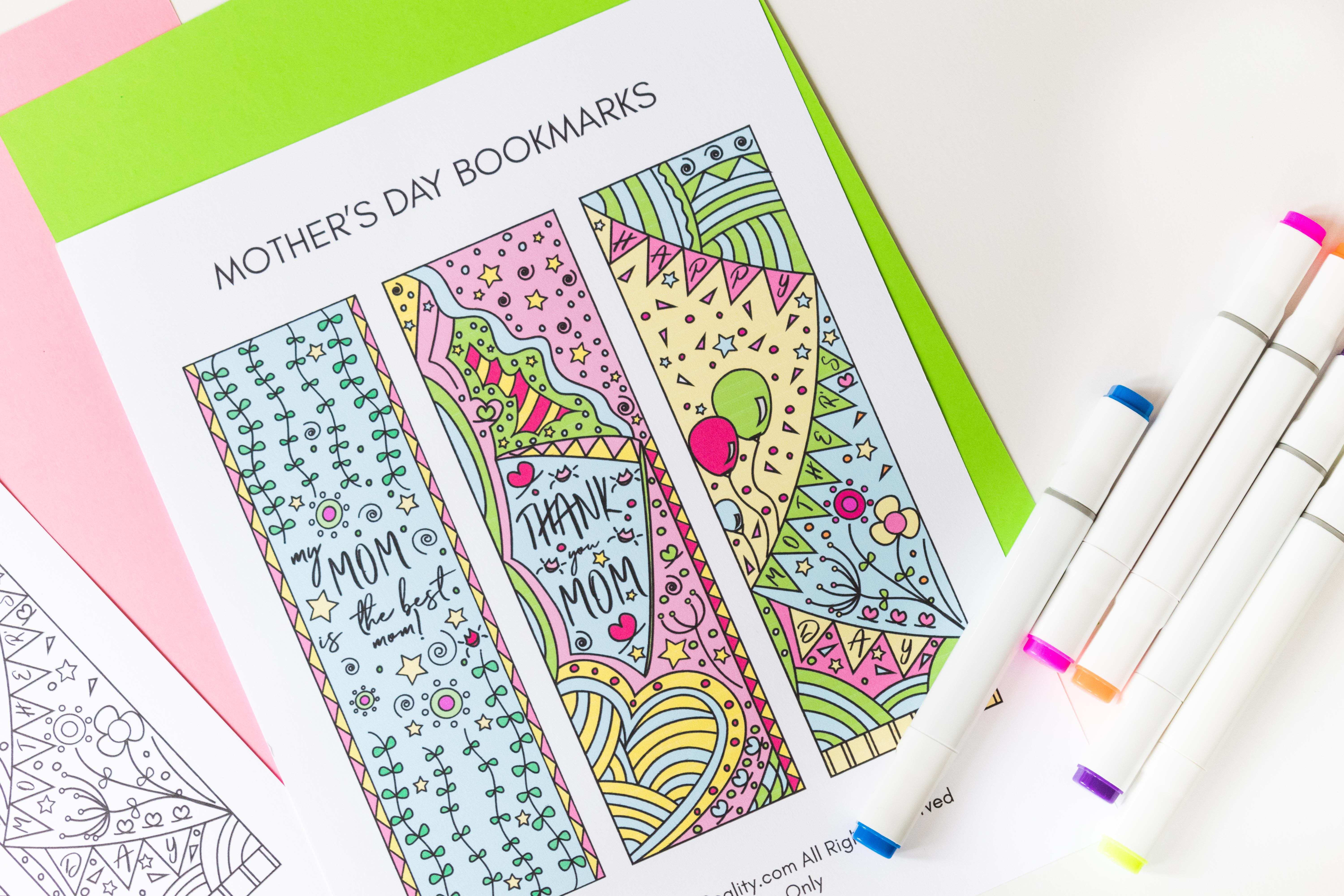 To celebrate this upcoming Mother's Day I designed these beautiful Coloring Mother's Day Bookmarks. Print them out, color them, and give them away to your mom, or any mom you know. Oh! and If you're one, don't forget to keep one for yourself.