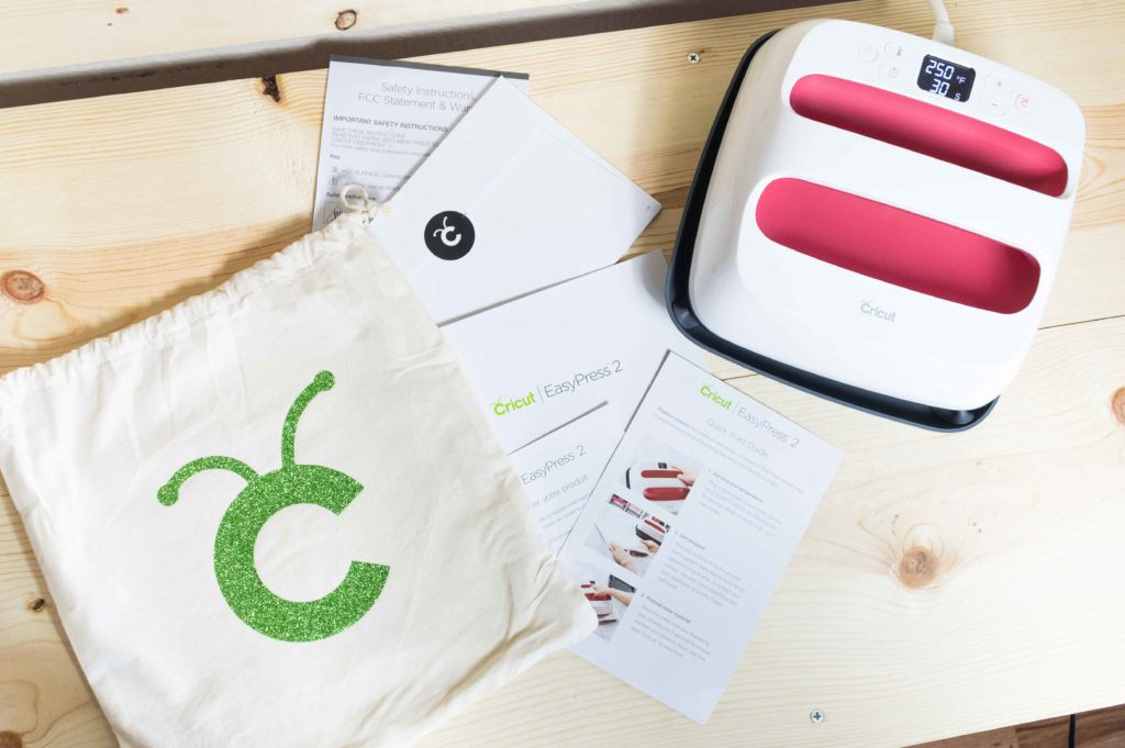 What comes inside the Cricut Easypress 2 box