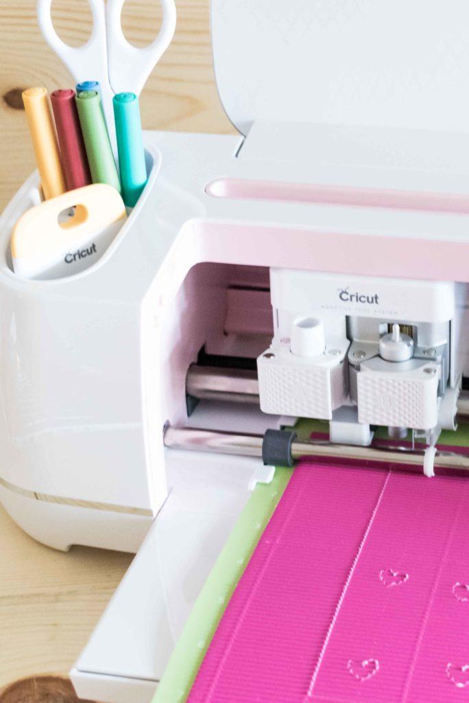 Cricut Maker cutting Corrugated Paper