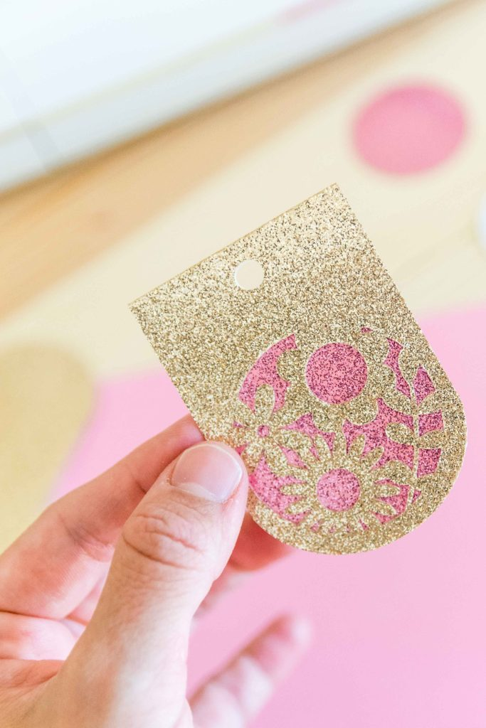 Fancy Gift tag made with the Cricut Maker