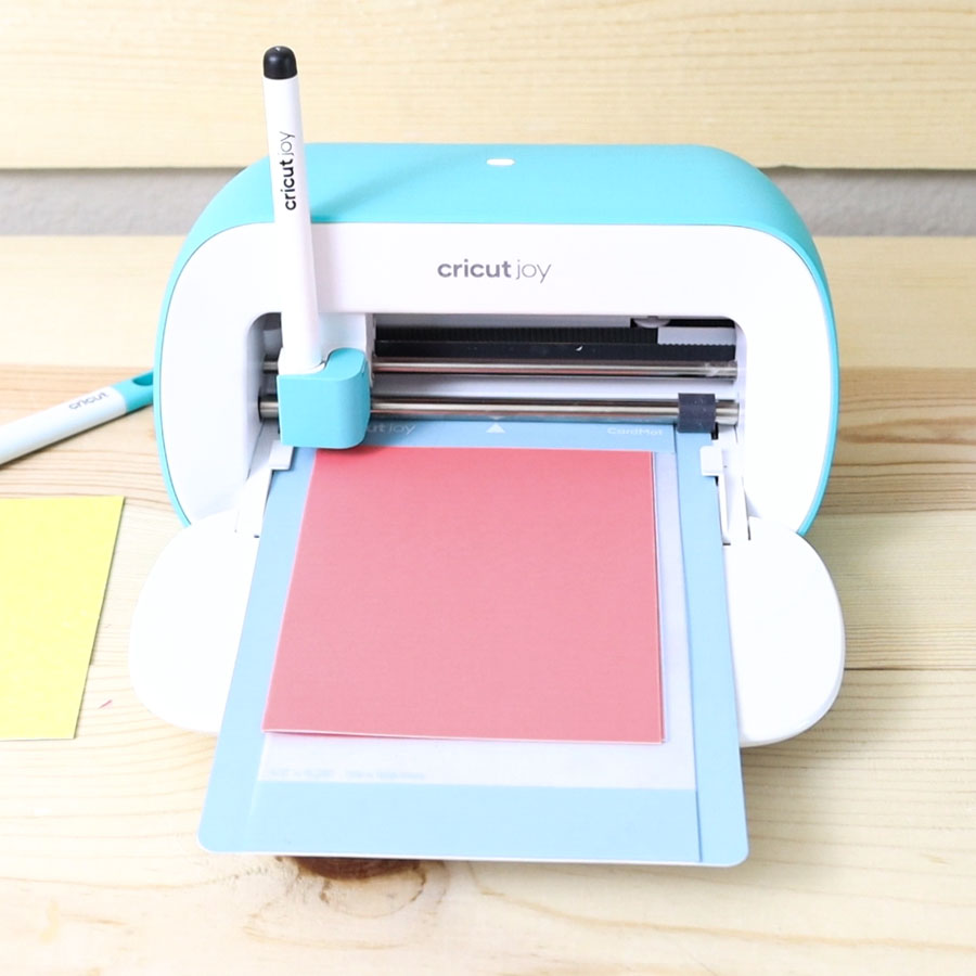 Cricut Joy about to write