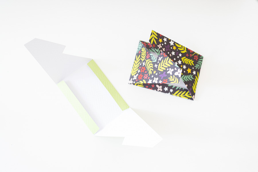 rectangle no glue required envelope made with cricut