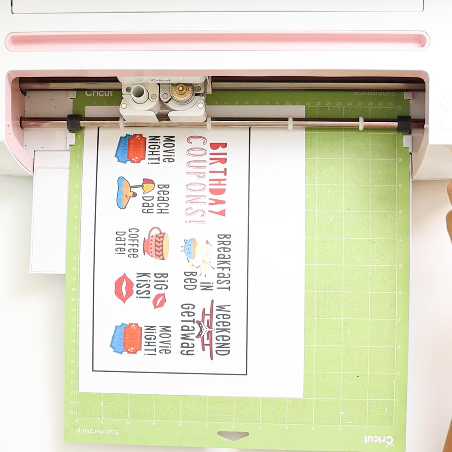 cricut cutting print then cut project and doing perforation lines