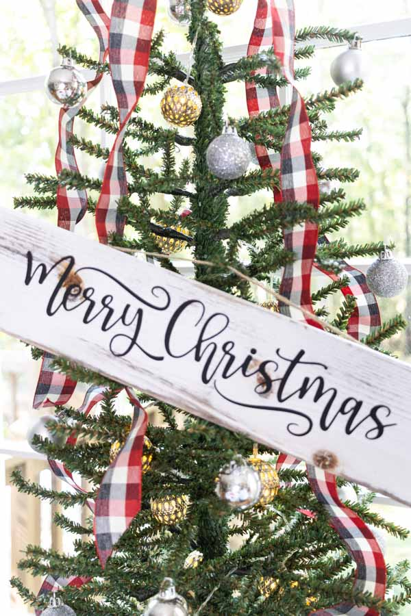 Merry Christmas wooded sign made with Cricut