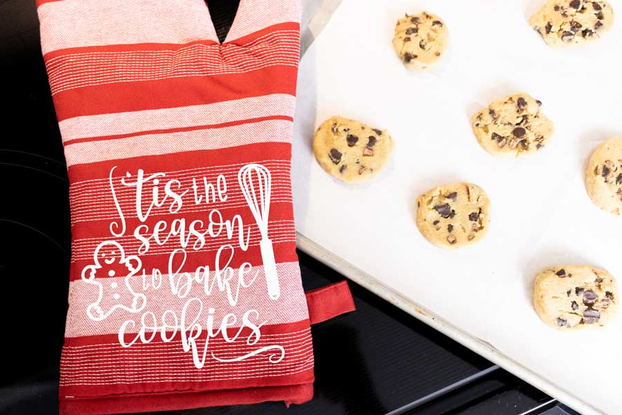 tis the season to bake cookies oven mitten made with cricut
