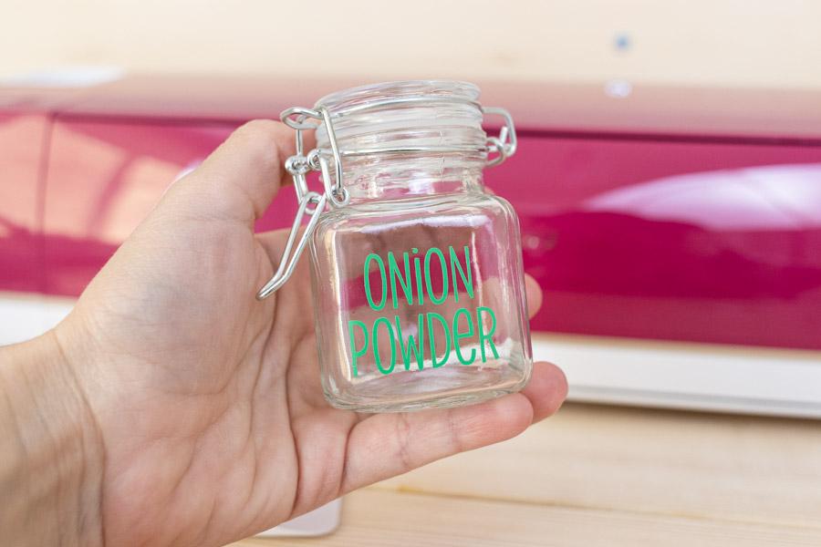 onion powder label on spice jar.