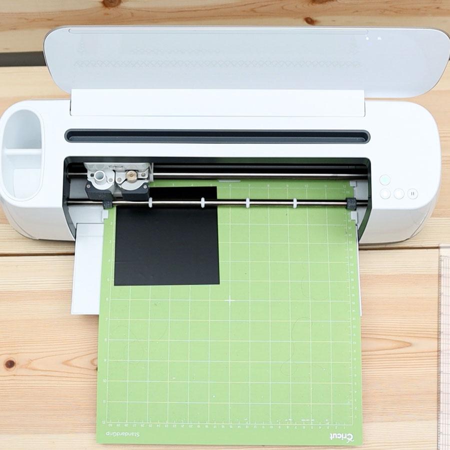 cutting vinyl with cricut machine